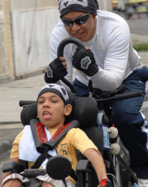 Novedosa bicicleta permite la integración de personas con discapacidad